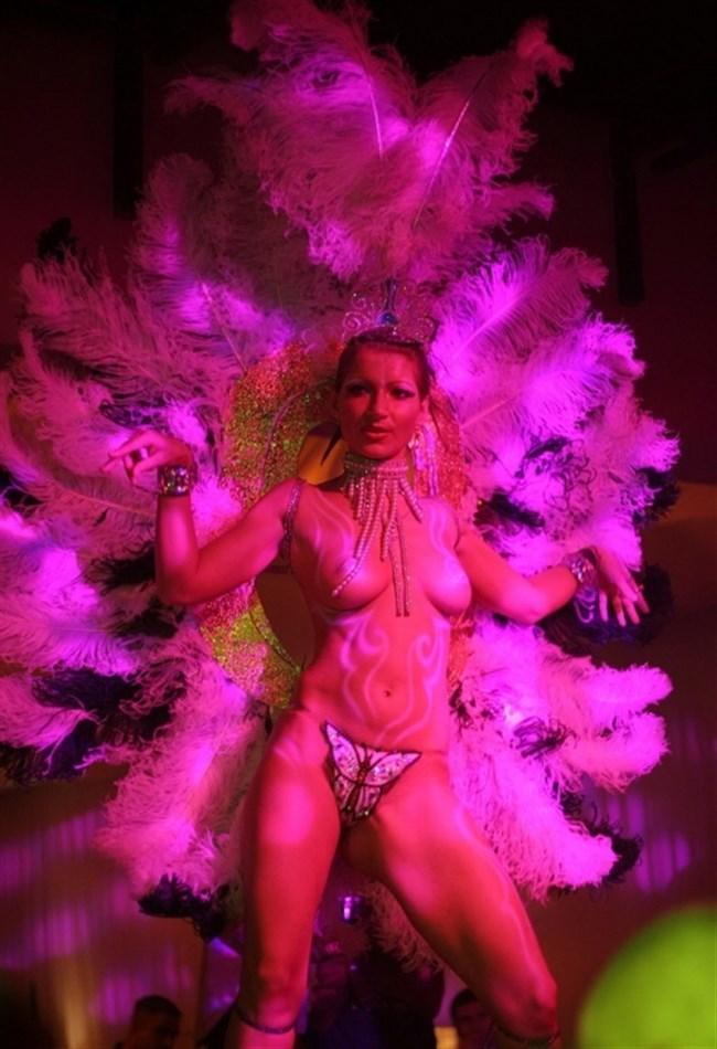 ブラジルのサンバカーニバルでの踊り子がガチで露出狂レベルwwww0002shikogin
