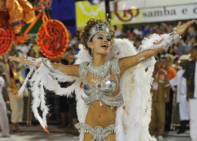 ブラジルのサンバカーニバルでの踊り子がガチで露出狂レベルwwww0003shikogin