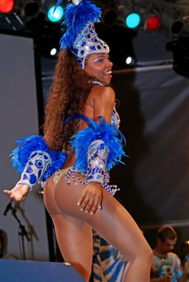 ブラジルのサンバカーニバルでの踊り子がガチで露出狂レベルwwww0005shikogin