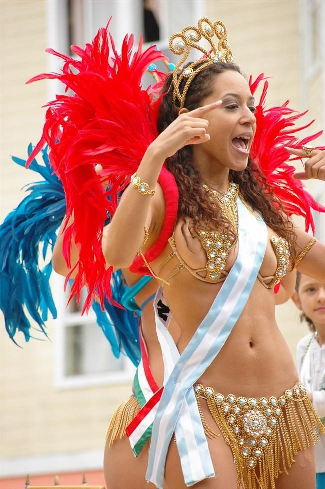 ブラジルのサンバカーニバルでの踊り子がガチで露出狂レベルwwww0006shikogin