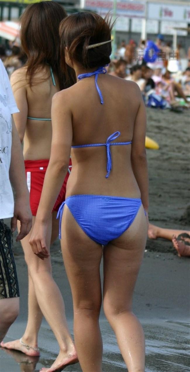 ビーチギャルの無防備なおっぱいや股間を盗撮した渾身の画像www0025shikogin