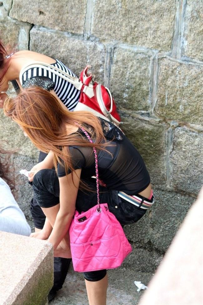 股上の浅いパンツを履いた女がしゃがむと高確率でこうなるwwwwww0008shikogin