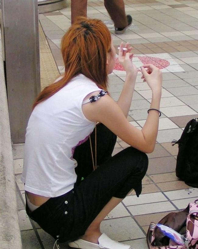 股上の浅いパンツを履いた女がしゃがむと高確率でこうなるwwwwww0009shikogin