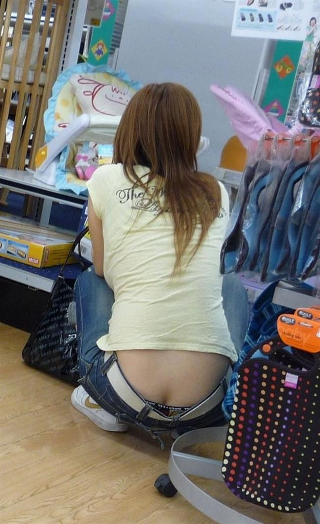 股上の浅いパンツを履いた女がしゃがむと高確率でこうなるwwwwww0002shikogin