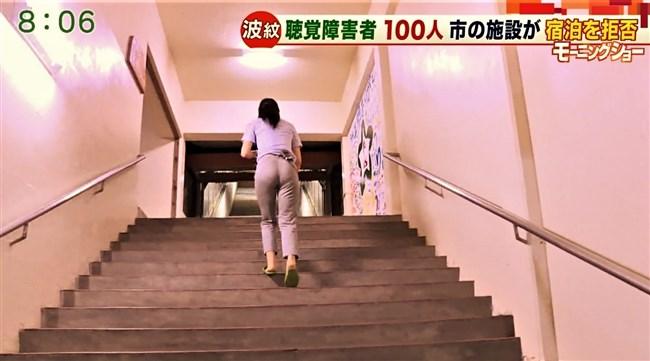 福田由香~モーニングショーでピタパン姿にて階段を昇りパンティーライン丸見え!0004shikogin