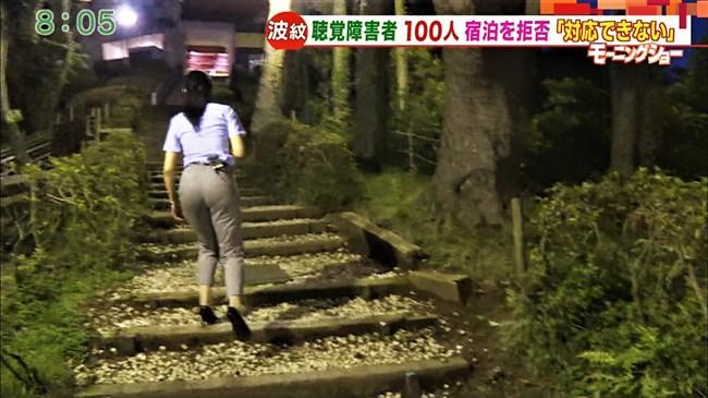 福田由香~モーニングショーでピタパン姿にて階段を昇りパンティーライン丸見え!0005shikogin