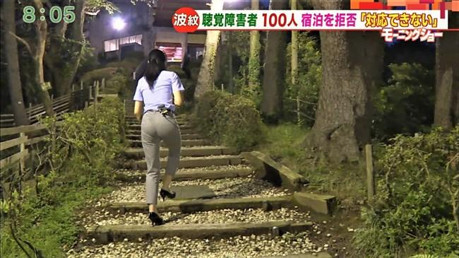 福田由香~モーニングショーでピタパン姿にて階段を昇りパンティーライン丸見え!0006shikogin