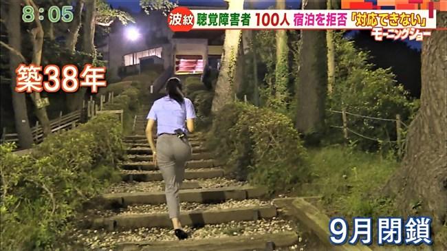 福田由香~モーニングショーでピタパン姿にて階段を昇りパンティーライン丸見え!0008shikogin