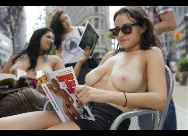公園でトップレスになってしまう外国人女性が存在する件wwwwww0026shikogin