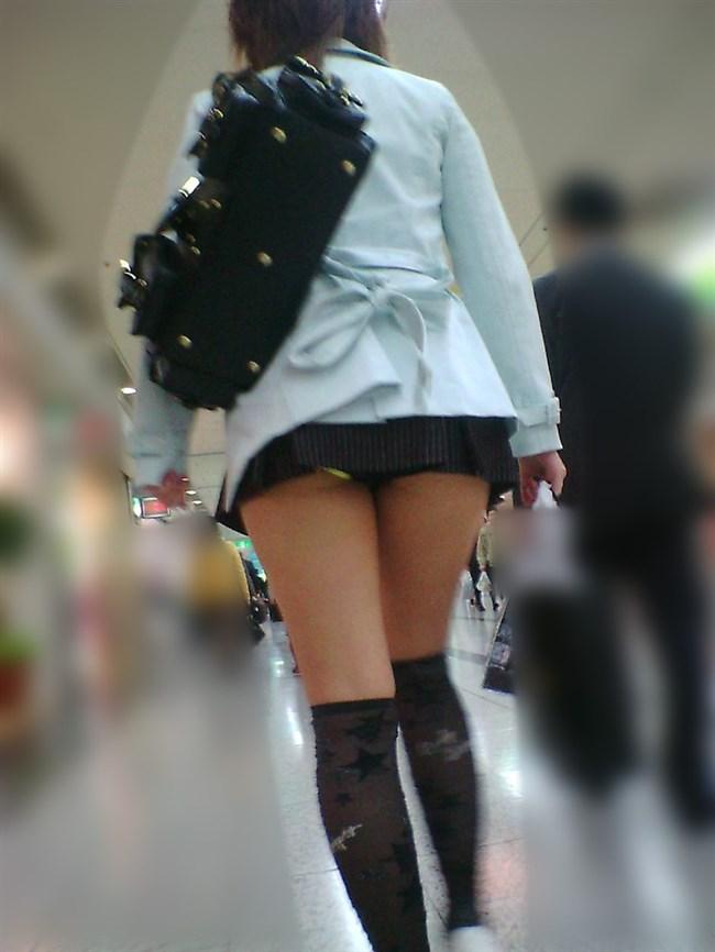 公衆の面前に太ももをさらけ出してるミニスカお姉さんえちえちwwww0003shikogin