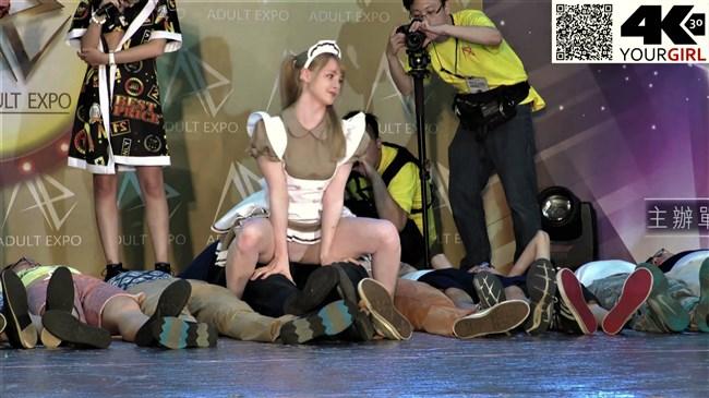 ジェマ[Gemma]~台湾アダルトエキスポにて食い込みパンティー丸見えのエア騎乗位に超興奮!0016shikogin