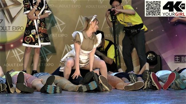 ジェマ[Gemma]~台湾アダルトエキスポにて食い込みパンティー丸見えのエア騎乗位に超興奮!0018shikogin