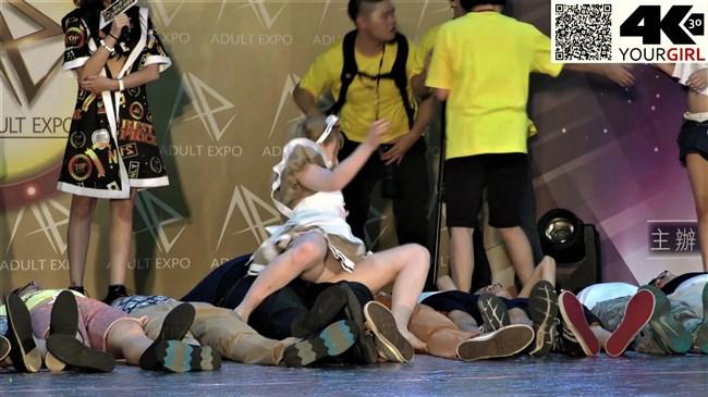 ジェマ[Gemma]~台湾アダルトエキスポにて食い込みパンティー丸見えのエア騎乗位に超興奮!0020shikogin