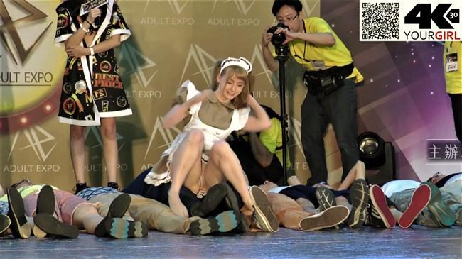 ジェマ[Gemma]~台湾アダルトエキスポにて食い込みパンティー丸見えのエア騎乗位に超興奮!0002shikogin
