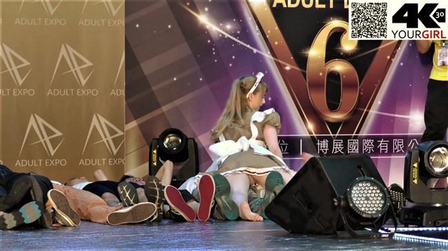 ジェマ[Gemma]~台湾アダルトエキスポにて食い込みパンティー丸見えのエア騎乗位に超興奮!0003shikogin