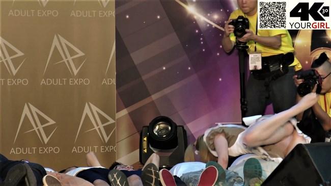 ジェマ[Gemma]~台湾アダルトエキスポにて食い込みパンティー丸見えのエア騎乗位に超興奮!0006shikogin