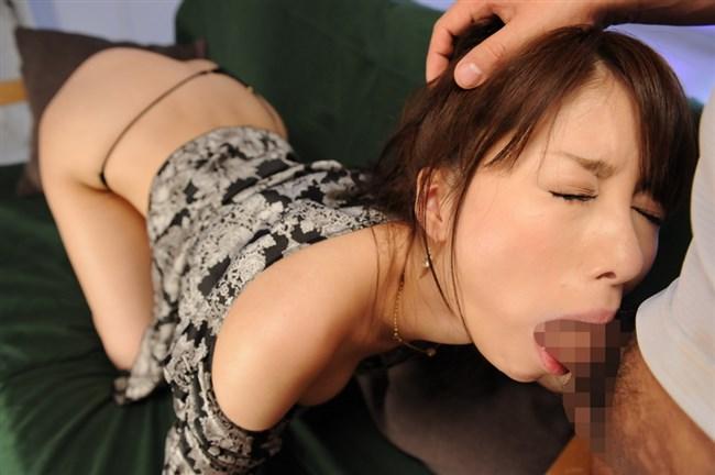 ぶっといち〇ぽをねじ込み女の喉ちんこまで届きそうなイマラチオwwww0008shikogin
