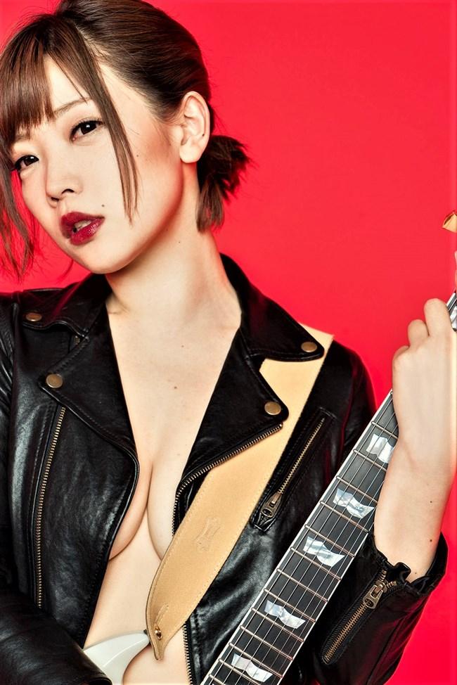 藤田恵名~ギターで局部だけ隠しているフルヌードな姿がエロ過ぎ!エロ可愛さ爆発だぞ!0008shikogin