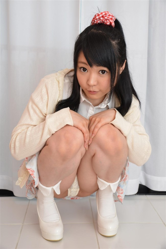 スカート女性がしゃがんで見えるパンツと太もものムチムチ感が格別wwwww0002shikogin