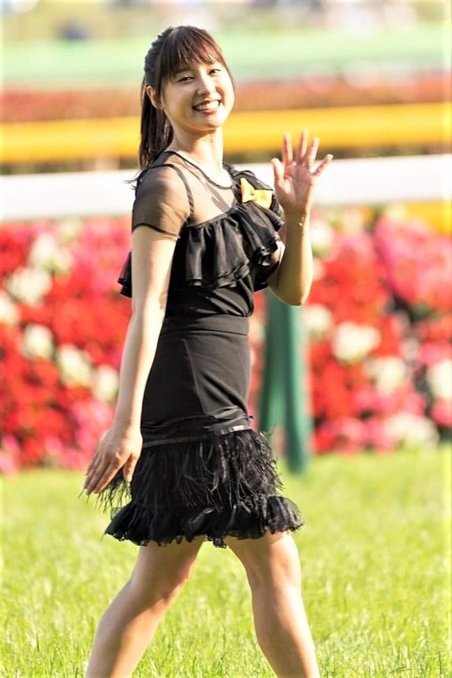 土屋太鳳~日本ダービーでのパン線が浮き出たピッタピタのドレス姿がエロ過ぎて興奮!0007shikogin