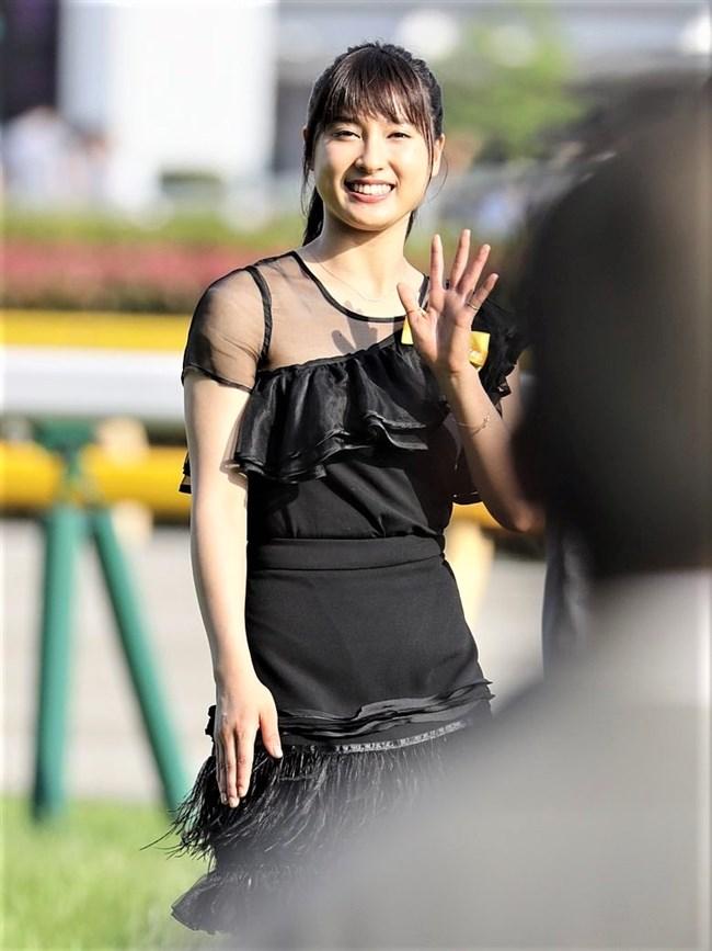 土屋太鳳~日本ダービーでのパン線が浮き出たピッタピタのドレス姿がエロ過ぎて興奮!0008shikogin