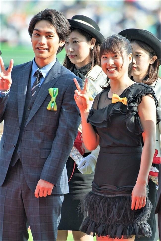 土屋太鳳~日本ダービーでのパン線が浮き出たピッタピタのドレス姿がエロ過ぎて興奮!0009shikogin