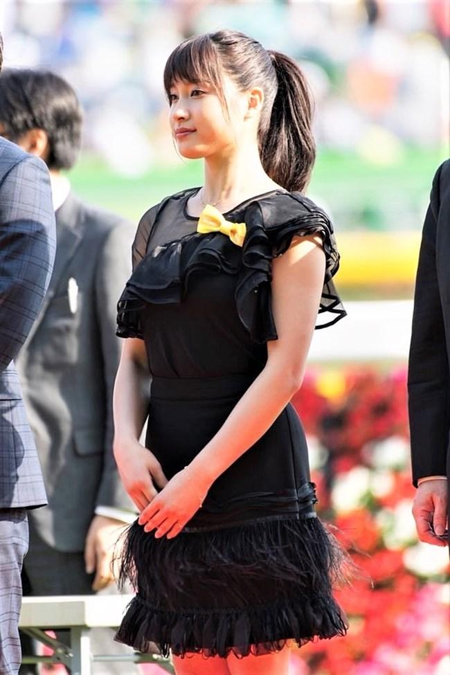 土屋太鳳~日本ダービーでのパン線が浮き出たピッタピタのドレス姿がエロ過ぎて興奮!0010shikogin