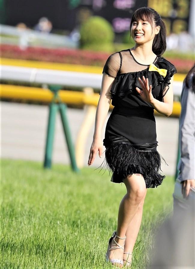 土屋太鳳~日本ダービーでのパン線が浮き出たピッタピタのドレス姿がエロ過ぎて興奮!0006shikogin