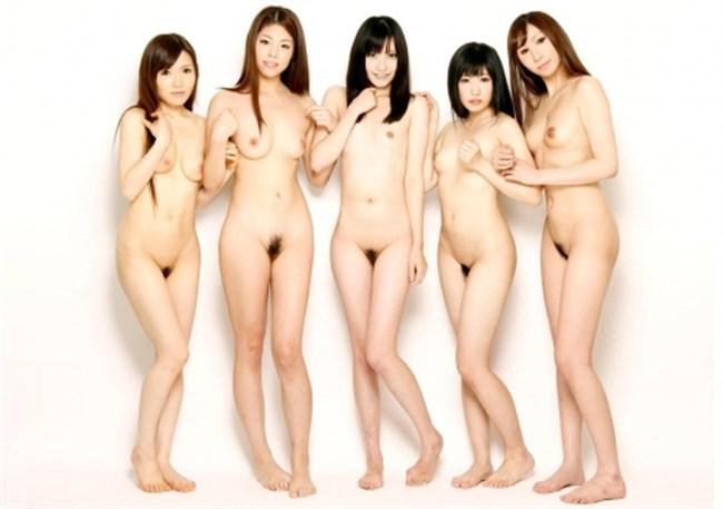 乱交セックス直前の記念撮影wwwこれだけ全裸女性が居ると圧巻だわ…。0009shikogin