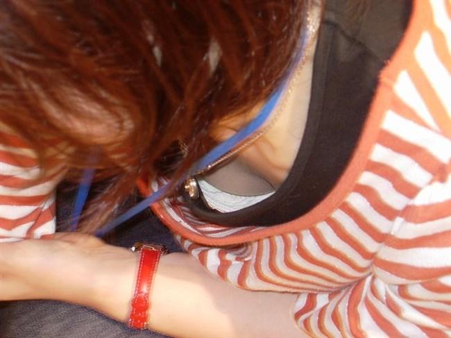 女性店員が前屈みになった瞬間に必ず視線が集中する谷間wwwww0013shikogin