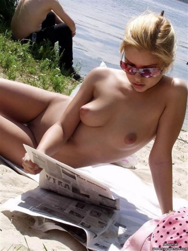 ヌーディストビーチで思う存分露出を楽しむ外国人お姉さんwwwwww0020shikogin