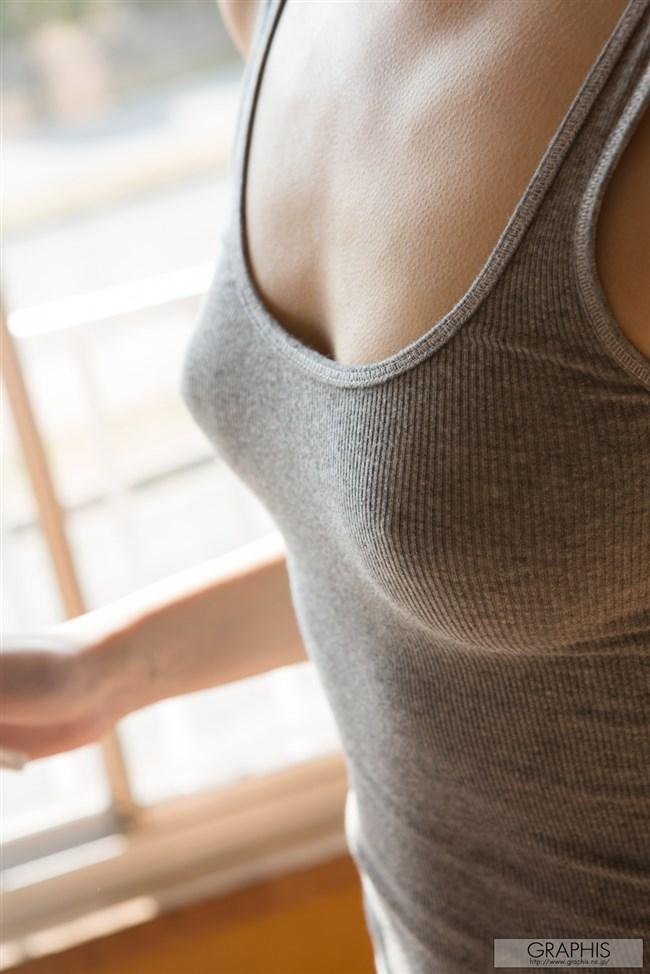 タンクトップで巨乳が更に強調されてる女子がえちえち過ぎwwwww0010shikogin