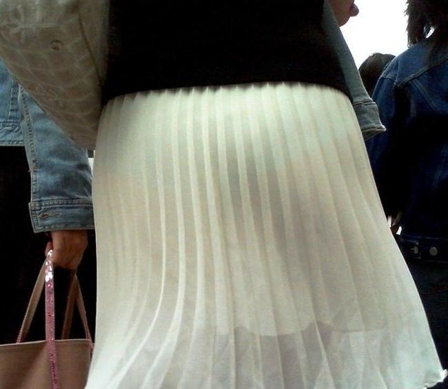 スカート生地が薄くて下着が丸見えなお姉さんwwwwww0025shikogin