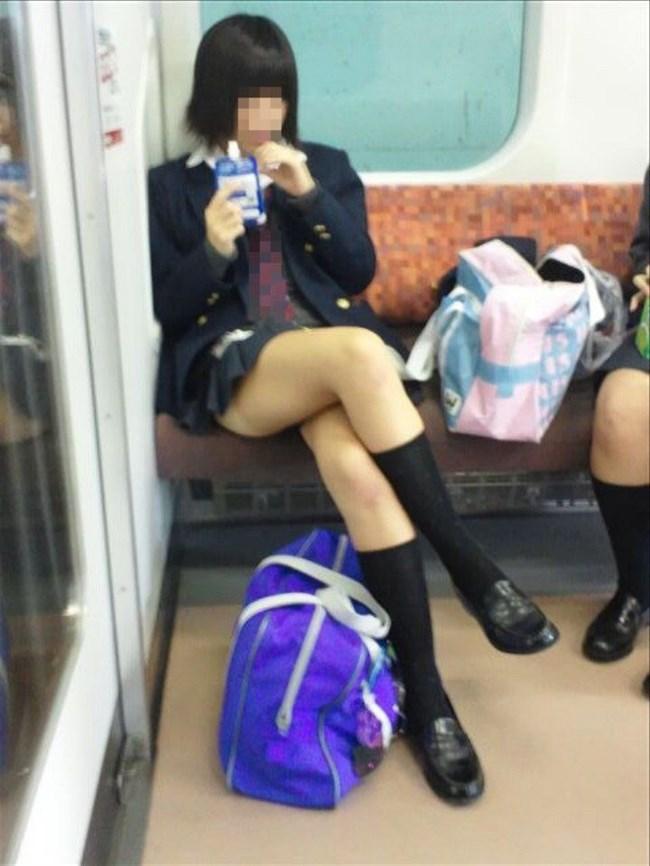 電車で足組んでパンチラ寸前なJKが挑発的でたまらんwwwwww0014shikogin