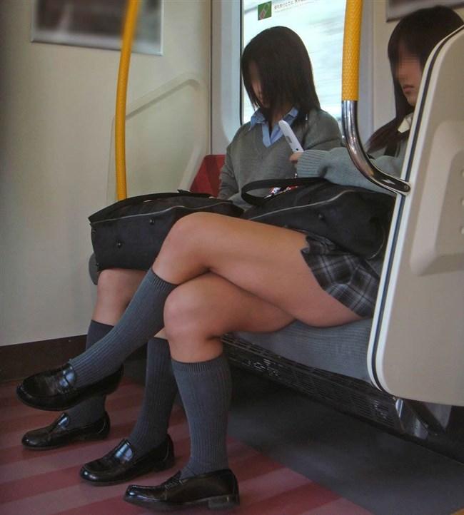 電車で足組んでパンチラ寸前なJKが挑発的でたまらんwwwwww0024shikogin