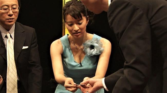 小郷知子~美しきNHK女子アナの希少な胸の谷間とノースリーブわき全開な姿は最高!0002shikogin