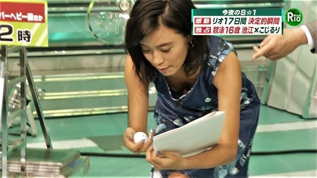 小島瑠璃子~離島に出張でシャツ袖から黒ブラがモロ見え!Gif動画と胸チラ詰め合わせ!0010shikogin