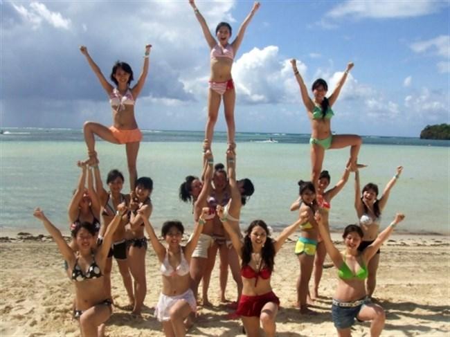 真夏のビーチではしゃぐ水着女性が性的過ぎてwwwwww0006shikogin
