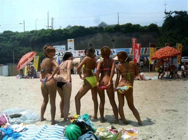 真夏のビーチではしゃぐ水着女性が性的過ぎてwwwwww0009shikogin