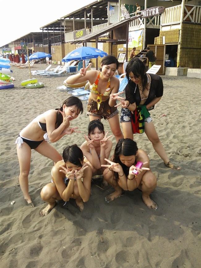 真夏のビーチではしゃぐ水着女性が性的過ぎてwwwwww0017shikogin