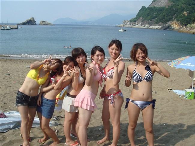 真夏のビーチではしゃぐ水着女性が性的過ぎてwwwwww0020shikogin