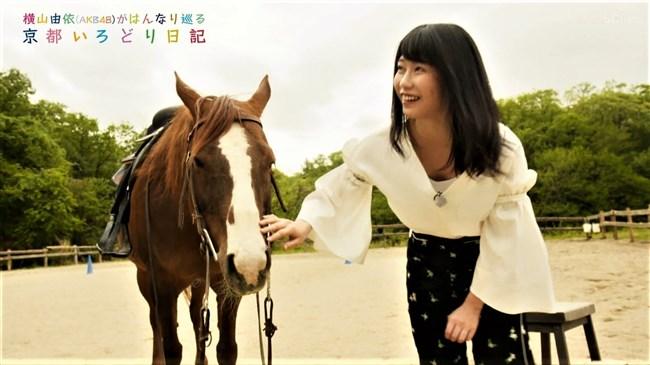 横山由依[AKB48]~京都いろどり日記で胸元の開いた服で胸チラ!お上品なセクシーさだよ!0005shikogin