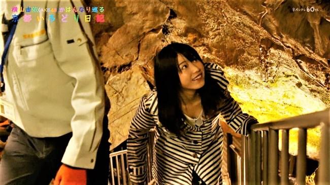 横山由依[AKB48]~京都いろどり日記で胸元の開いた服で胸チラ!お上品なセクシーさだよ!0008shikogin