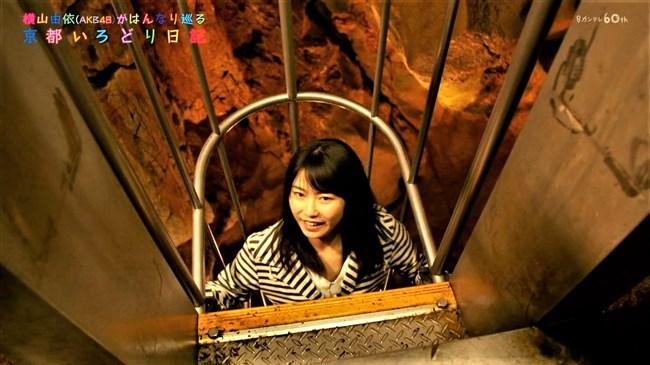 横山由依[AKB48]~京都いろどり日記で胸元の開いた服で胸チラ!お上品なセクシーさだよ!0009shikogin