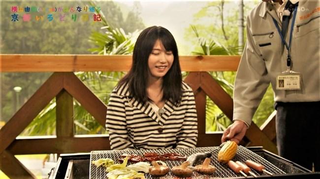 横山由依[AKB48]~京都いろどり日記で胸元の開いた服で胸チラ!お上品なセクシーさだよ!0010shikogin