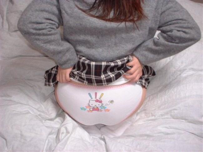 大人なのにキャラ付きパンティ履いてる女の子に興奮するかゲンナリするかは貴方次第www0008shikogin