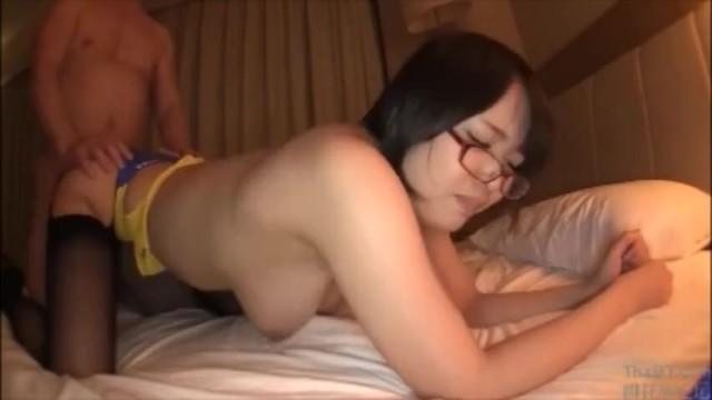 メガネの、真田美樹のハメ撮り中出しフェラ無料エロ動画!【真田美樹動画】