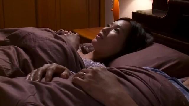 着衣で巨乳の人妻、かすみ果穂の中出し不倫寝取られ無料H動画。【かすみ果穂動画】