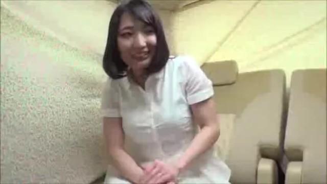 激カワセレブ美人な熟女人妻の、中出し無料エロ動画。【熟女、人妻、素人動画】