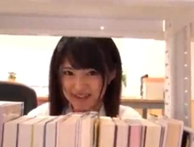 教室にて、小悪魔な女子校生痴女の、覗き無料エロ動画。【女子校生、痴女、JK動画】